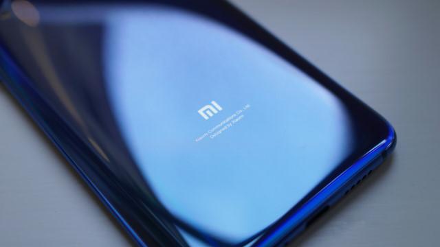 Xiaomi ar putea lansa telefon cu ecran pliabil și cameră foto retractabilă