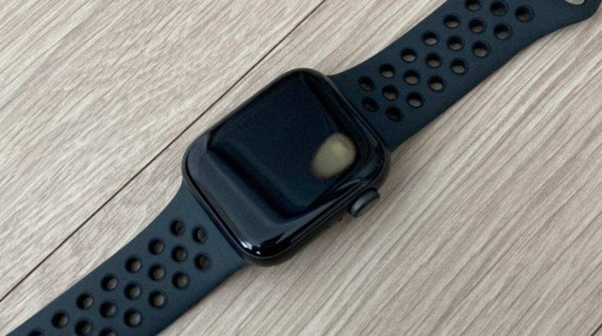 Apple Watch SE poate cauza arsuri utilizatorilor. Defectul, de natură hardware, se manifestă subit