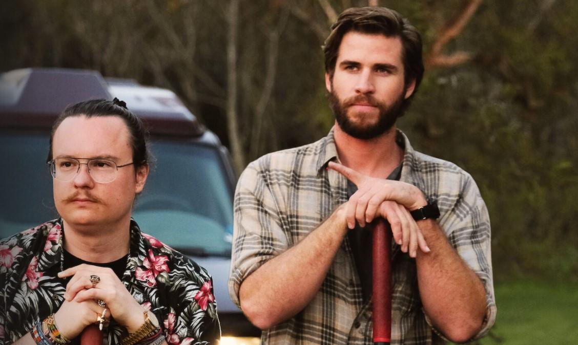 """Recenzie """"Arkansas"""": Un thriller ambițios, dar monoton, care-și găsește amuzamentul în stereotipuri"""