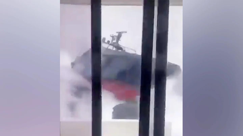 VIDEO: Momentul terifiant când o navă a vamei izbește intenționat o ambarcațiune suspectă
