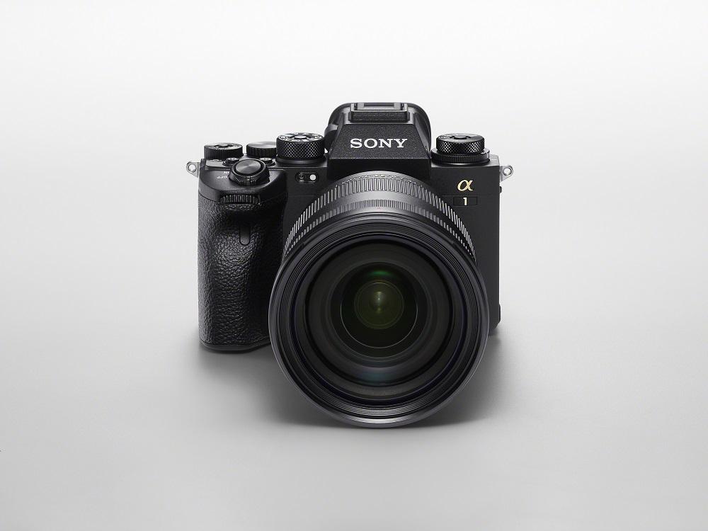 Noua cameră mirrorless Sony Alpha 1 poate filma în 8K și costă cât un Logan