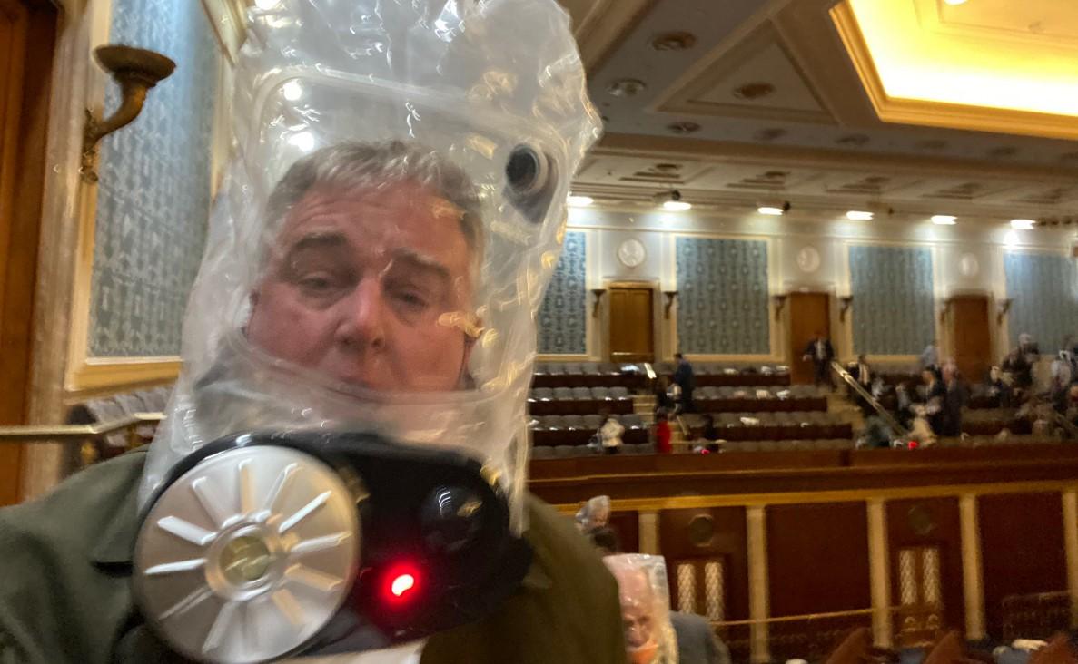 Ce sunt acele măști ciudate pe care le-au purtat unii politicieni americani în timpul asaltului asupra Capitoliului