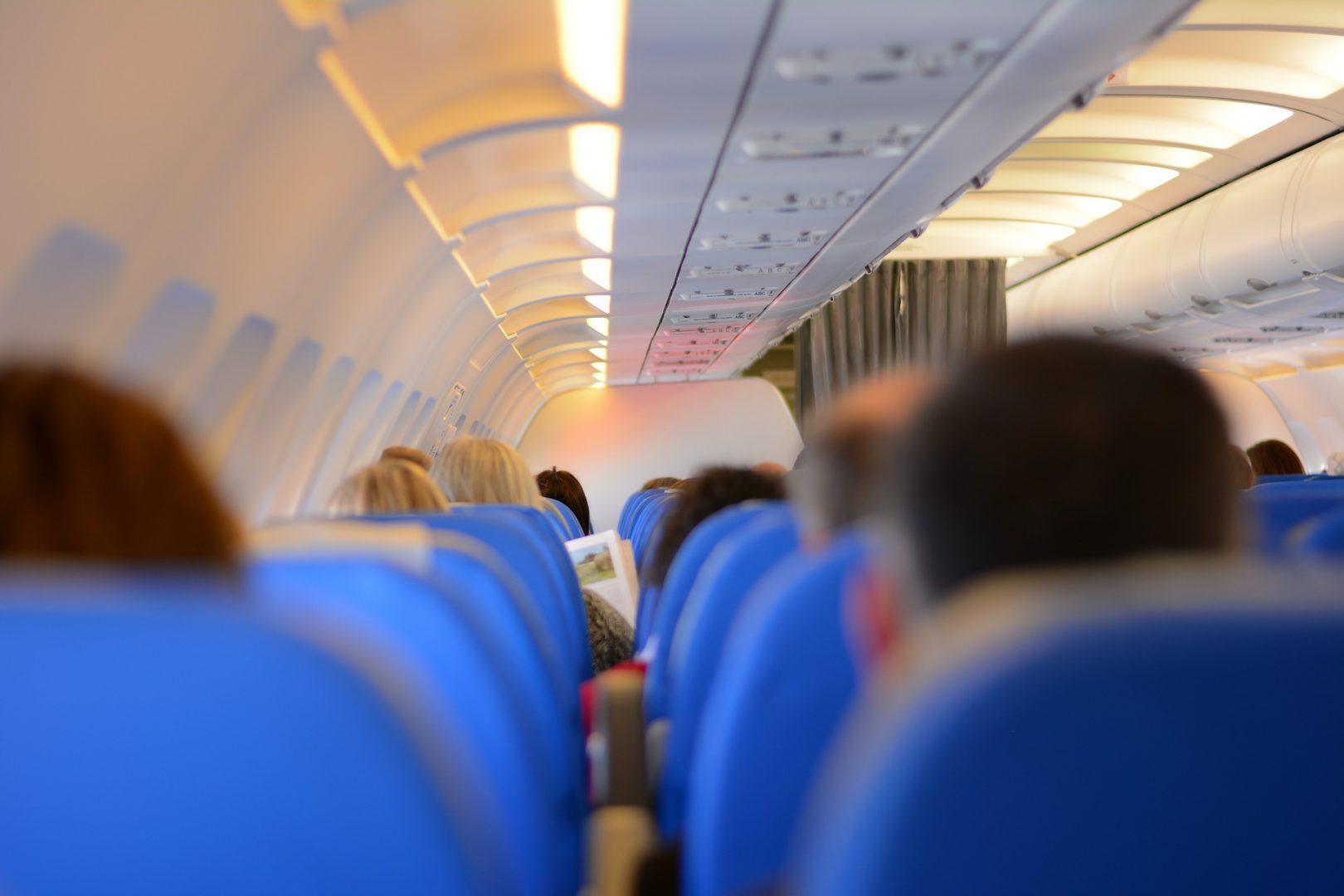 Video Go4it: De ce sunt scaunele din avioane albastre?
