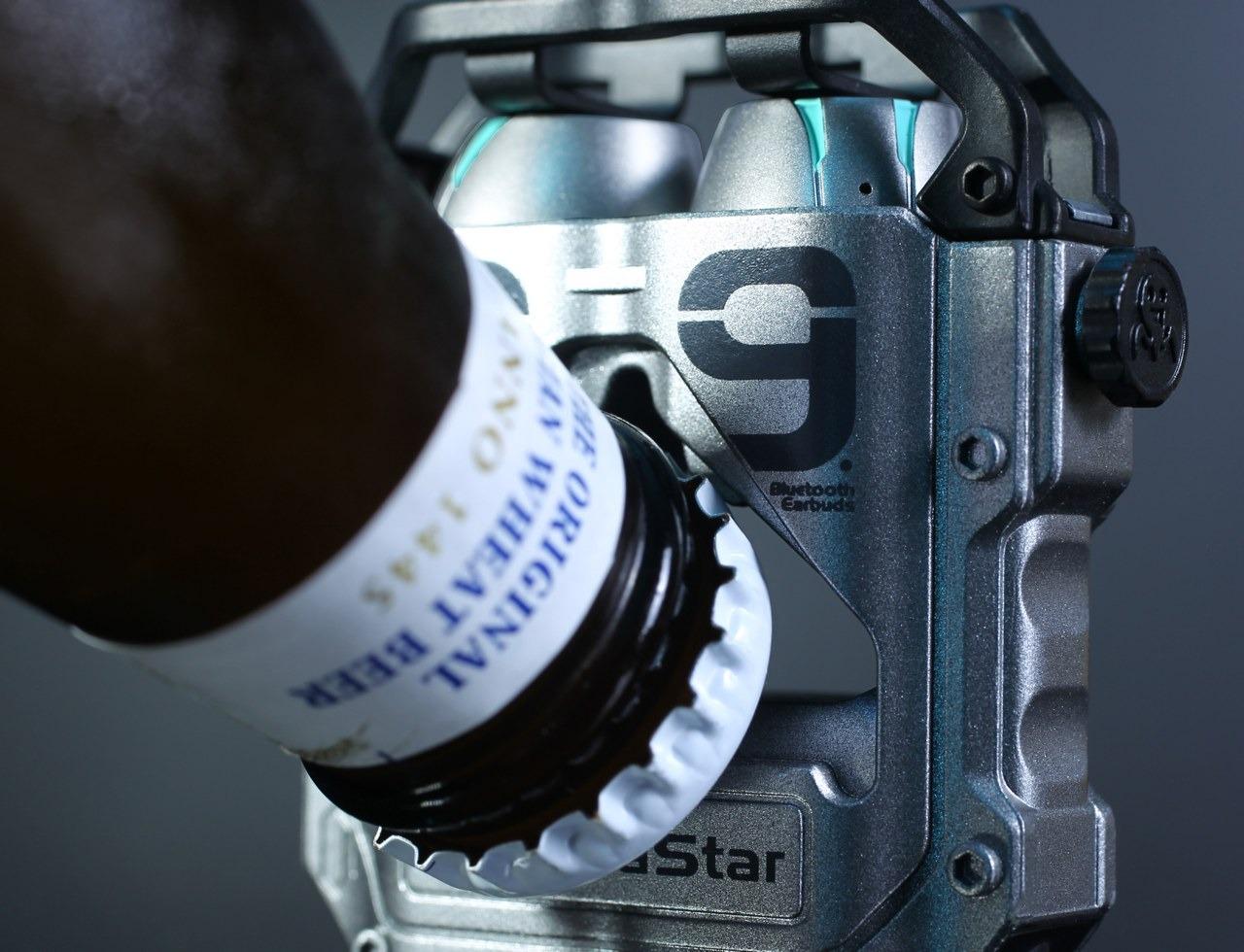 Căștile GravaStar Sirius Pro arată bine și includ desfăcător de sticle