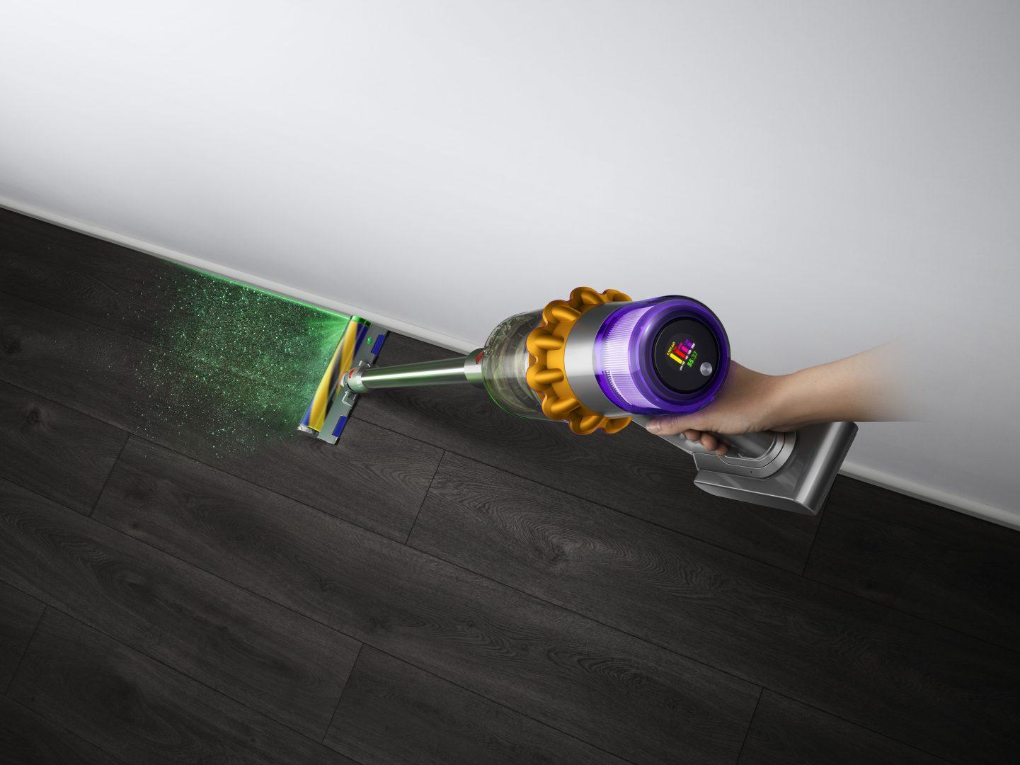 Dyson a lansat aspiratorul V15 Detect Absolute, echipat cu laser pentru detectarea prafului