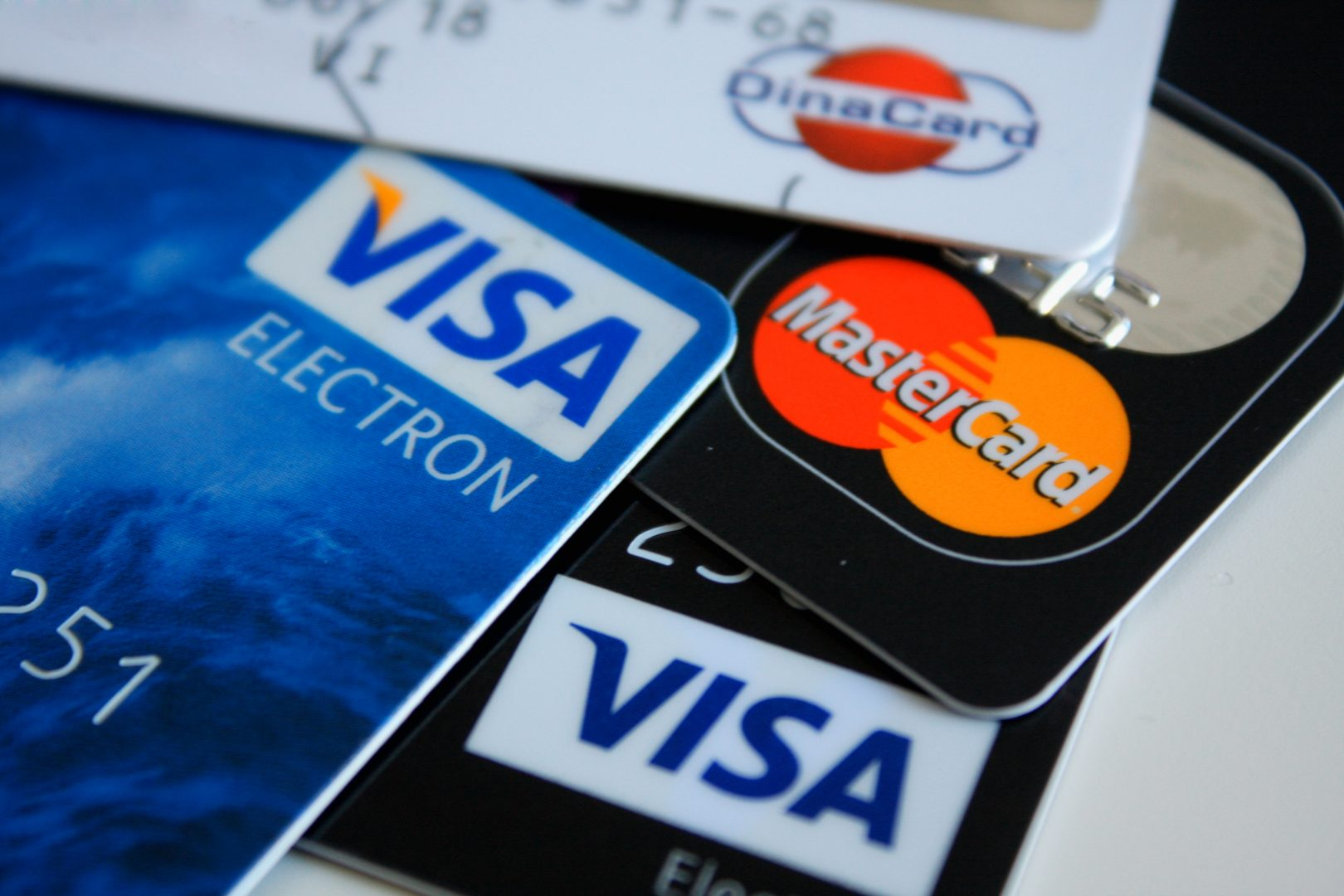 (P) Ce este o platformă de comparare a creditelor online?