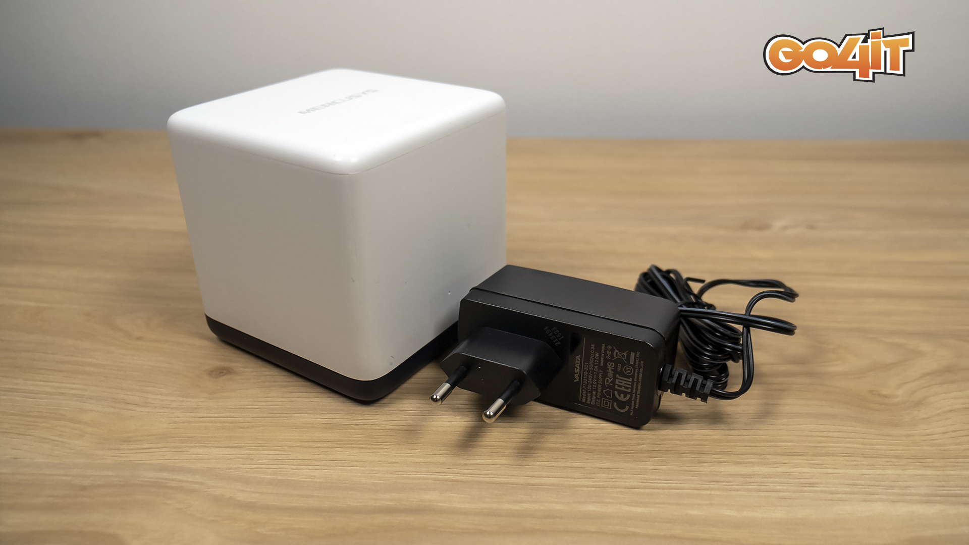 Mercusys Halo H50G station and charger
